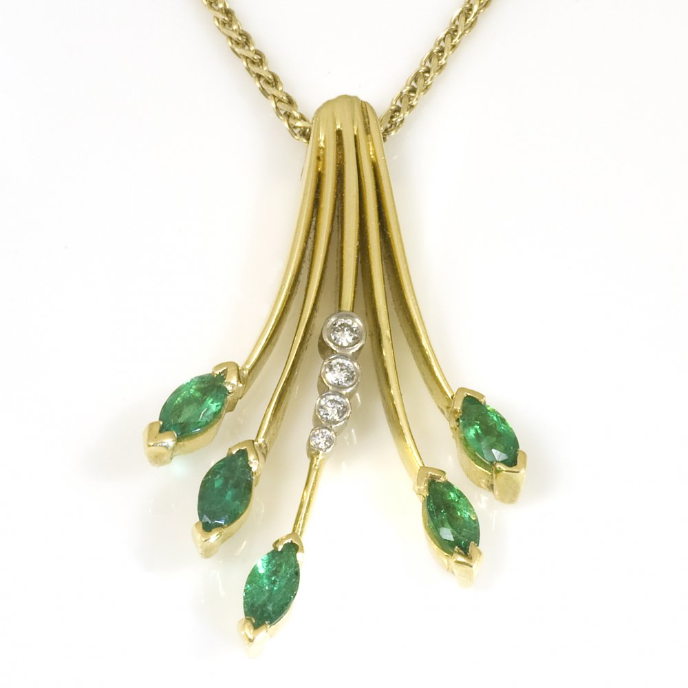 18ct yellow gold emerald and spray pendant